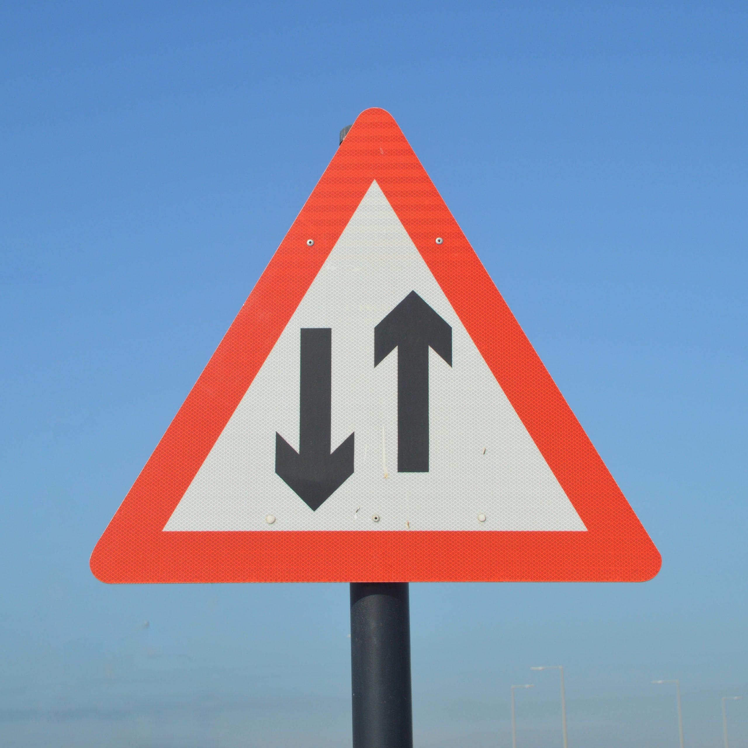 Panneau de signalisation Double sens